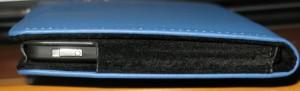 l'accensione e lo spegnimento possono avvenire senza rimuovere il Kobo dalla copertina